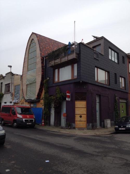 oeuf-house